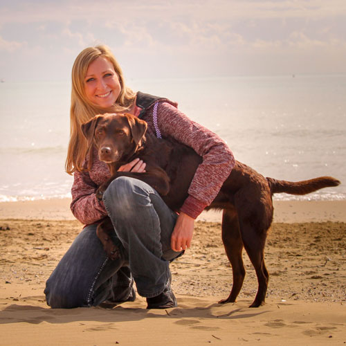 Hundetrainer Chrissy Zeh Labrador Mayla Hundestrand